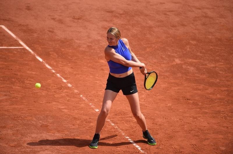Азаренка остана без треньор