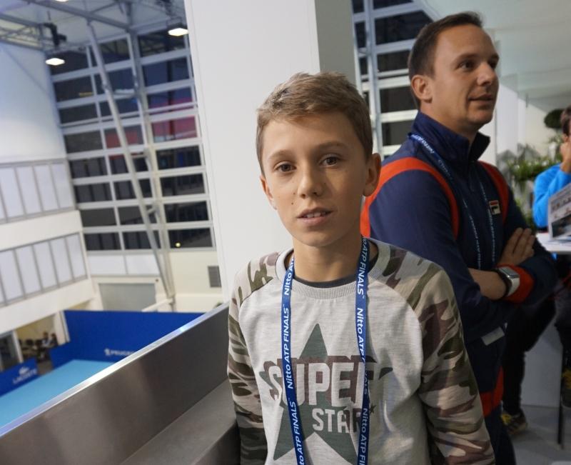 Сръбски талант гледа тренировка на Гришо