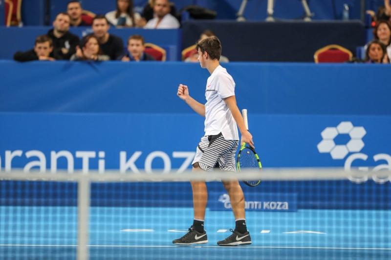 Андреев на четвъртфинал, даде само 2 гейма