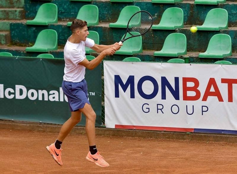 Симон-Антони Иванов започна с победа в Будапеща