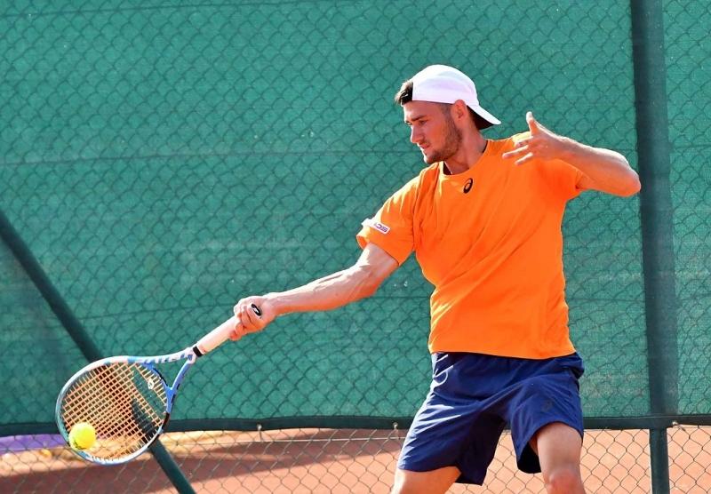 Донев загуби само един гейм и е четвъртфинал в Анталия