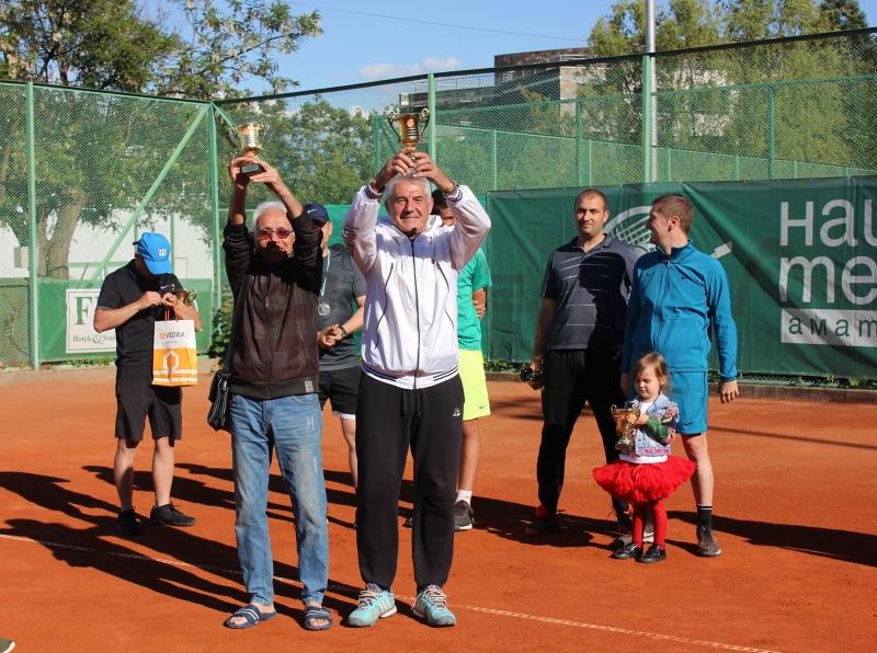 Двойка на 135 години спечели любителски турнир в Хасково