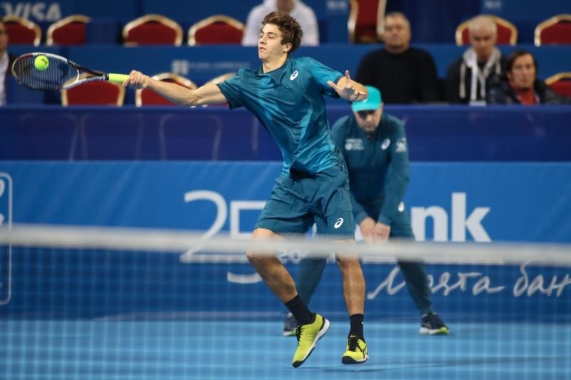Французин дели Донски от място на полуфиналите