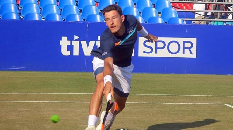 Кареньо Буста на първи полуфинал на трева