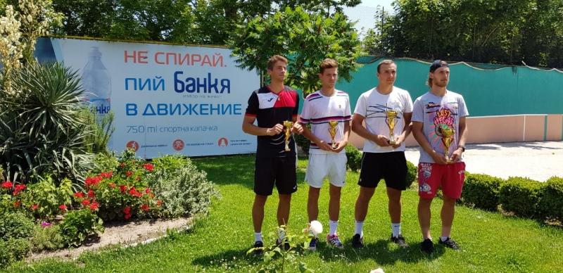 Контузия спря Мико у дома, българска двойка отстъпи на финала