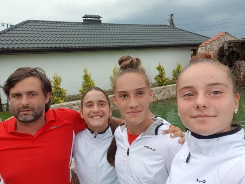 16-годишните националки на 1/2-финал след победа над Естония