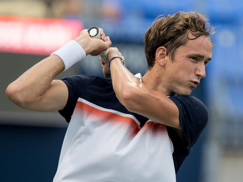 Медведев прелетя над Тийм и е полуфиналист в Монреал