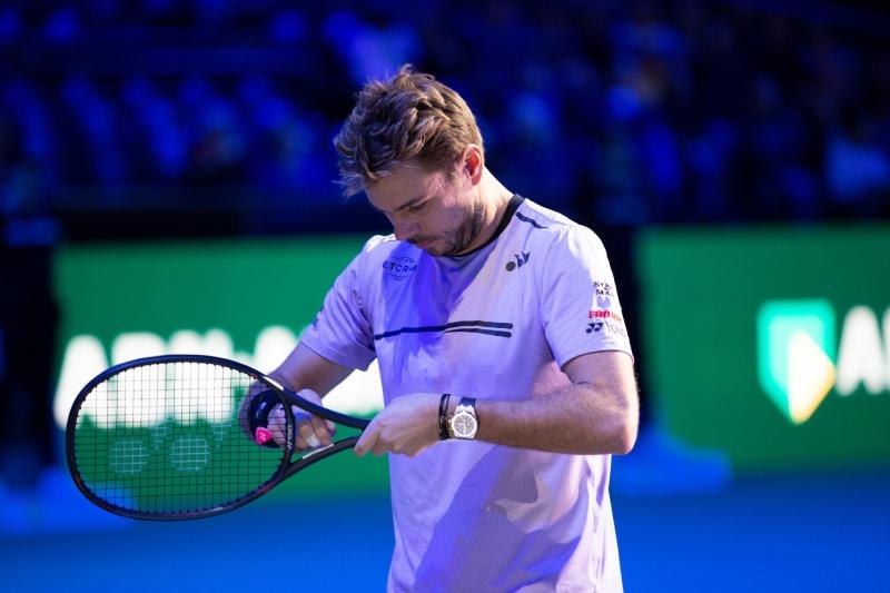 Вавринка класира Федерер на полуфинал без игра