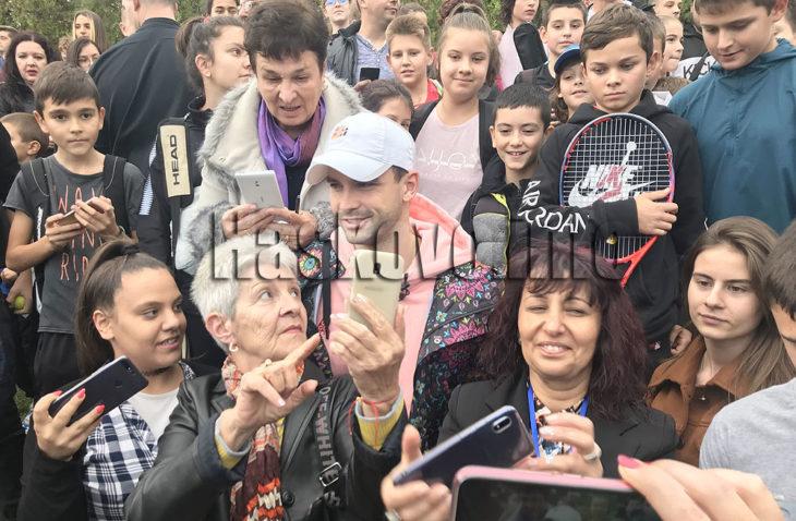 Стотици посрещнаха Григор Димитров в Хасково